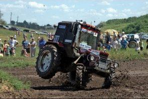 une course de tracteur en russie