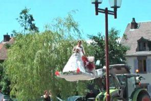 arrivée de la mariée en tracteur