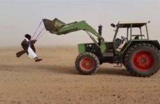 de la balancoire sur son tracteur