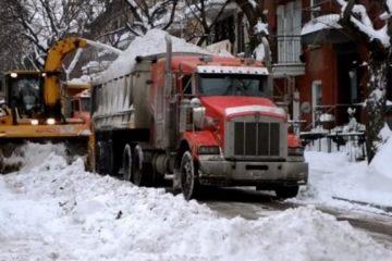 incroyable logistique de deneigement montreal avec tracteurs