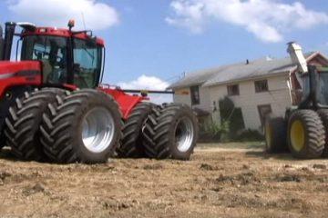 detruire une maison avec des tracteurs