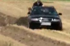 Labourer son champ avec une Audi Quattro
